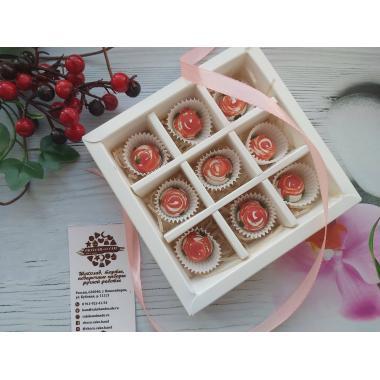Набор 9 корпусных конфет с оформлением цветки