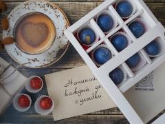 Набор 9 корпусных конфет из молочного шоколада с наполнением