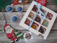 Набор 9 корпусных конфет из темного шоколада с наполнением ассорти