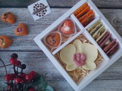 Набор 2 конфеты в виде сердца, цветок орхидеи, 12 мини плиток