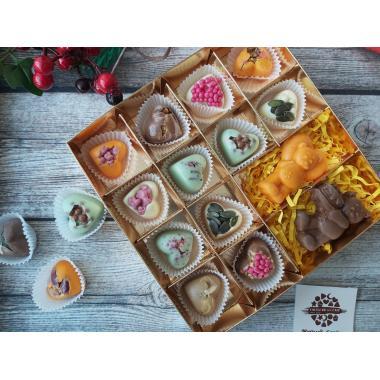 Набор 12 шоколадных конфет в виде сердец и шоколадные мишки
