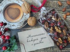Темный шоколад с ягодами