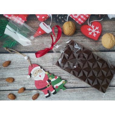 Темный шоколад с орехами