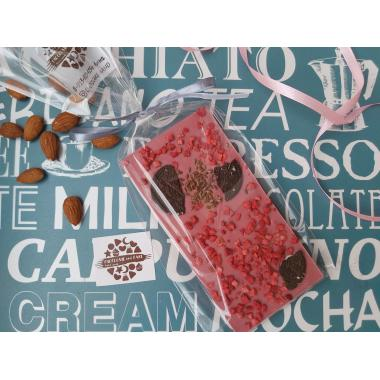 Плитка из руби шоколада с орео и сублимированными ягодами
