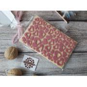 Белый шоколад с сердечками и сублимированными ягодами