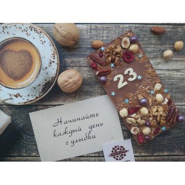 Плитка из молочного шоколада с датой и наполнением