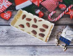 Белый шоколад с орехами